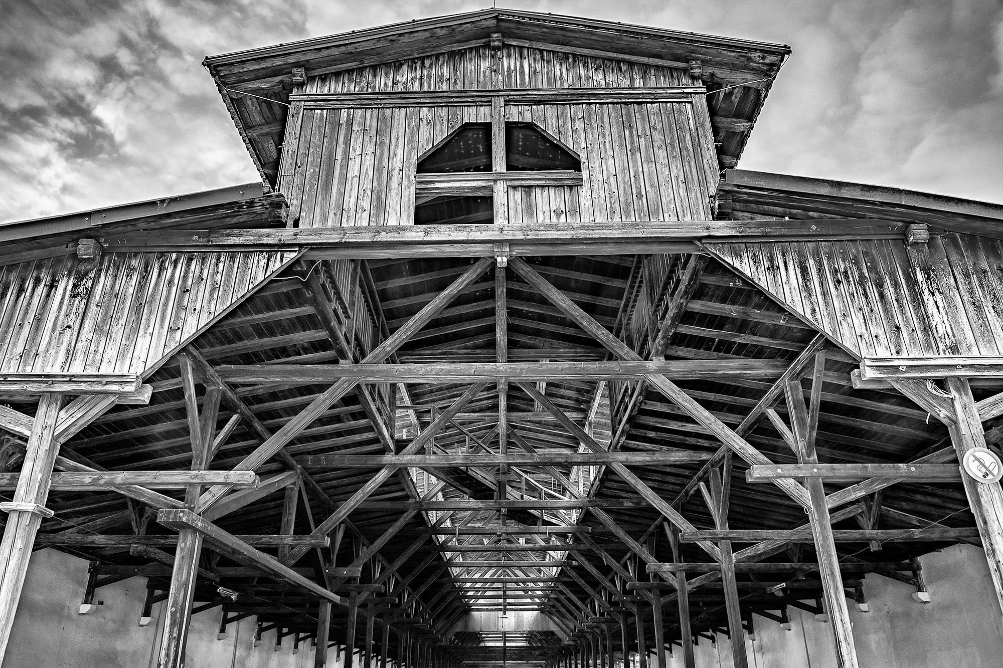 Holzdach einer Halle