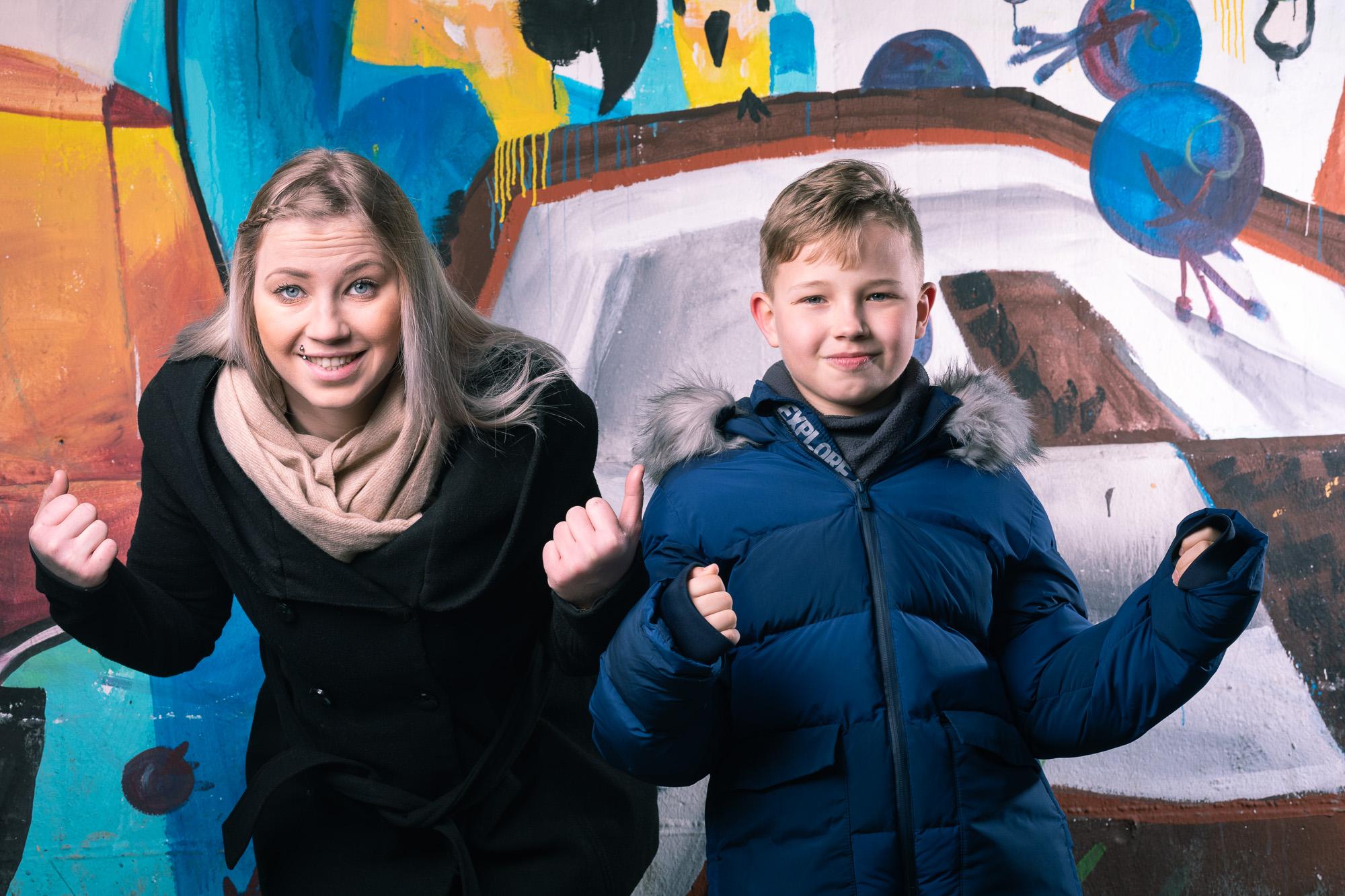 Mutter und Sohn in der Grazer Innenstadt
