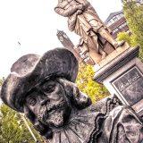 Rembrandt-Denkmal in Amsterdam mit Wache